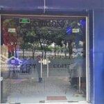 Mặt tiền kinh doanh sầm uất, lề 8m, Võ Văn Kiệt Q1