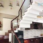Cho Thuê Nhà Đẹp 4 Phòng Ngủ Có Máy Lạnh Gần Metro (Miễn Trung Gian)