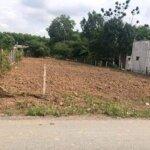 Bán 2 lô đất 2027m2 khu dân cư giá bán 580 triệu, sổ hồng, đối diện trường học