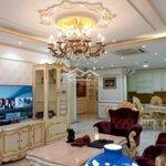 Chcc tại vinhomes royal city. 134m, 3 phòng ngủ full đồ cb. giá cho thuê 14 triệu/th. lh ngay: 082,482,5676