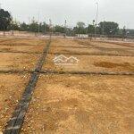Bán lô đất hoa hậu, rộng 150m2, hướng đông nam mát mẻ, mặt đường lớn, có thể để ở hoặc kinh doanh