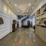 #cho thuê: nhà mặt tiền 3 tầng/sát chợ