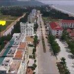 Bán đất 3 mặt tiền đường 22m ven biển khu du lịch hải tiến.