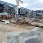 Nhà mặt tiền mới xây, khu dân cư đông đúc