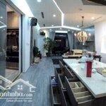 Cần cho thuê căn vip số 04 tòa r6 royal city: 155m2 - 4 phòng ngủsáng, đông nam, đầy đủ đồ (nội thất đẹp)