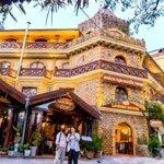 Bán khách sạn tuyệt đẹp có nhà hàng tọa lạc tại trung tâm phố tây, thị xã sa pa