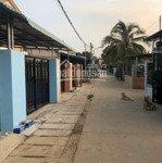 Bán nhà đường lê văn tách ngay chợ cũ ,cách bv vạn phúc 700m , giá bán 1 tỷ 990 liên hệ: 0862 79 79 61