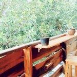 Cho thuê wood house cùng với ban công và view vườn