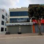 Cho thuê toà nhà mới xây tại linh đàm toà nhà 5 tầng, thang máy, thông sàn, diện tích sd 700m2