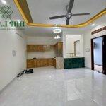Cho thuê tầng 3 tòa nhà mặt tiền đường phan trung, sàn riêng biệt, 120m2, 3 phòng, bếp, 1 toilet