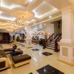 Khách sạn đường hoàng thế thiện sang chảnh cực đẹp mà giá sốc không tin nổi