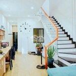 Cho thuê nhà 3 tầng đẹp mặt tiền tôn đức thắng