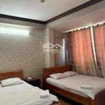 Bán khách sạn mặt tiền phạm văn bạch 6x25m, 27 phòng giá bán 18 tỷ