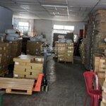 Cho thuê kho nhỏ quận 7diện tích120m vách tường xây mát có wc trong kho giá rẻ chỉ 100ng/m2.