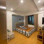 Cần tiền bán gấp căn hộ 74m2 full nội thất đồ gỗ tự nhiên. giá 1.9 tỉ