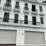 Nhà em cho thuê shophouse embassy garden tây hồ 125m2x4 tầng mặt tiền 6m giá 60tr.0888486262.