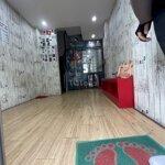 Nhà q4 3 lầu nhà đẹp tặng nội thất hẻm 4m giá tốt