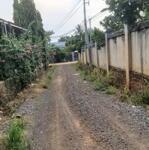 Bán lô đất mặt tiền đường, gần trường học, có sẵn thổ cư và nhà cấp 4.
