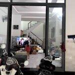 Bán nhà lầu ngay chợ đồi gần trường chính trị 120m