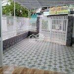 Căn phòng nhỏ xinh, có sân, cổng mặt đường.