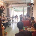 Sang quán cà phê khu hành chính