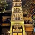 Cần bán tòa khách sạn 8 tầng thiết kế cực đẹp khu vực đường văn cao