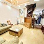 Cho thuê nhà mặt ngõ 100 phố trần duy hưng, diện tích 90m2 x 4 tầng có nội thất, sàn gỗ