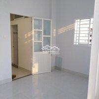 Cho thuê nhà nguyên căn quận 10 LH: 0908704647
