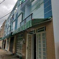 Nhà 1 trệt 2 lầu, 3 phòng ngủ, có sân thượng nhỏ LH: 0909709771