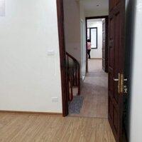 Cho thuê nhà phố Đăng tiến Đông 50m2 x 3,5 tầng, ngõ ô tô, ở và kd tốt giá 14trth LH: 0946557580