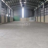 Kho xưởng 2200m2 cho thuê tại Cụm CN Đức Hòa Đông LH: 0909772186
