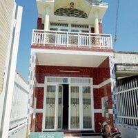 Cần bán rẻ căn nhà 1 trệt 1 lầu 100m2 ngay Bàu Bàng Bình Dương, giá 950 triệu, LH 0933107047