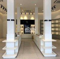 Cửa hàng, Showroom 300m2 đường 32 LH: 0915767706