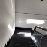Thuê nguyên căn nhà đẹp 2PN sát MT đường Đinh Bộ Lĩnh 60m2, 16trth LH: 0906478842