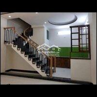 Cho thuê nhà mới 4pn hẻm đẹp thích hợp nhà đông ng LH: 0934504859