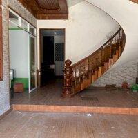 Cho thuê nhà nguyên căn 3 tầng đường đốc thiết được thiết kế sàn và trần gỗ đinh hương LH: 0979766706