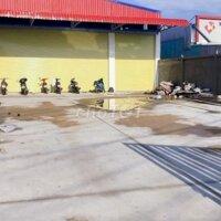 Kho 2500 m2 mới xây mặt tiền Nguyễn Văn Linh sân LH: 0907333390