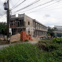 Nhà mới xây 650trcăn, diện tích 45m2, 1 trệt 1 lầu, cách đường quốc lộ 100m LH 0903055463