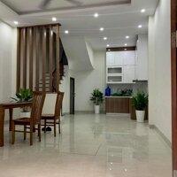 Bán gấp nhà đẹp phố Nguyễn Văn Cừ - Long Biên, 38 m2 x 5 tầng, mặt tiền rộng, ở luôn, chỉ 385 tỷ LH: 0375851991