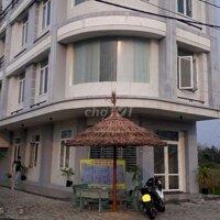 Cho thuê hoặc bán biệt thự 2 mặt tiền đương 10m 5 LH: 0914979981