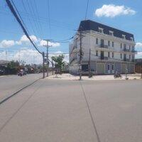 Bán dãy nhà phố thương mại hai mặt tiền ngay chợ Long Hoa, TX Hòa Thành, tỉnh Tây Ninh LH: 0981387957