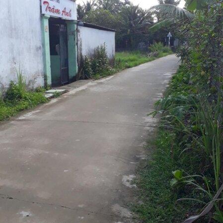 Cách đường Nguyễn Thị Định 100m