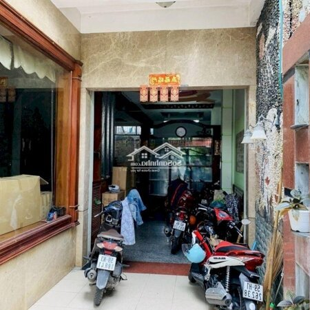Nhà 1 Trệt + 2 Lầu + Sân Thượng- Ảnh 3