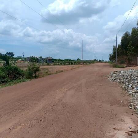 Đất sào Bình Long Bình Phước lô 2200m2 giá 450 triệu , gần KCN ,sổ sẵn , đường thông , dân đông , Đặc biệt có 1 lô gốc 2 mặt tiền đường thông tuyệt đẹp- Ảnh 1