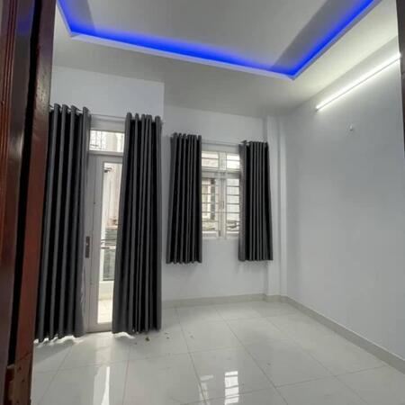 Bán nhà đường Phạm Văn Hai gần Cách Mạng Tháng Tám, Tân Bình, chỉ hơn 8 tỷ, Lh0909205956- Ảnh 1
