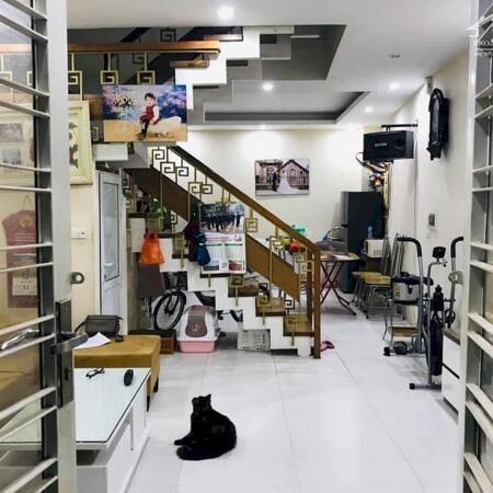 Bán gấp nhà Trương Định. Giá rẻ nội thất đẹp . 43m giá 2,6tỷ có thương lượng- Ảnh 1