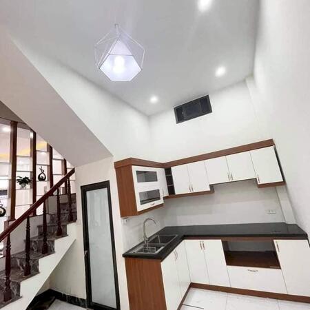 Bán nhà phố Thanh Lân - Hoàng Mai - ô tô đỗ cửa - DT 33m2*5 tầng, MT4.3m giá chỉ 2.x tỷ.- Ảnh 2