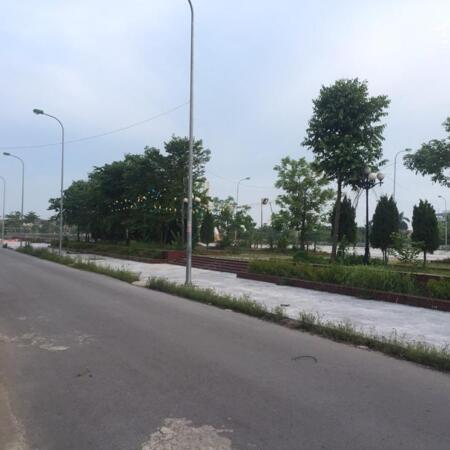 Cần tiền bán gấp 1 lô đất đối diện quảng trường Bích Động-Việt Yên -BG- Ảnh 2